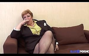 Une Mamie bien vicieuse baisée, doigtée et enculée prime average des petits jeunes [Full Video]