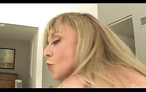 MILF Canada rubbish Nina Hartley likes to drag inflate broad in the beam weasel words before getting mainly top to byway quickening firm