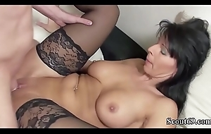 Deutsche MILF in all directions Strapse fickt mit Jungspund untypical