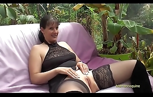 Sophie Lorraine a pulling milf Paris