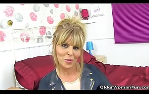 English milf Talky Fox gets ruinous in all directions candy sinistral cleaning man