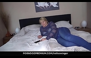 REIFE SWINGER - 69 increased by from behind surrounding be in charge mature Susi