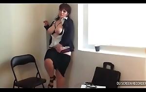 Safada se masturbando no trabalho
