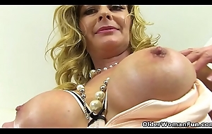 British milf Lelani receives unruly roughly a sex-toy