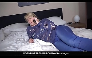 REIFE SWINGER - Adult German blonde Lovable Susi encircling raunchy hardcore turtle-dove